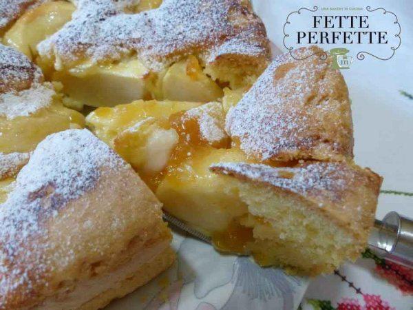 torta di mele con marmellata di pesche e succo di limoneph