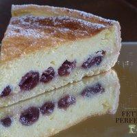 Käsekuchen mit Kirschen – Cheesecake con le ciliegie sciroppate